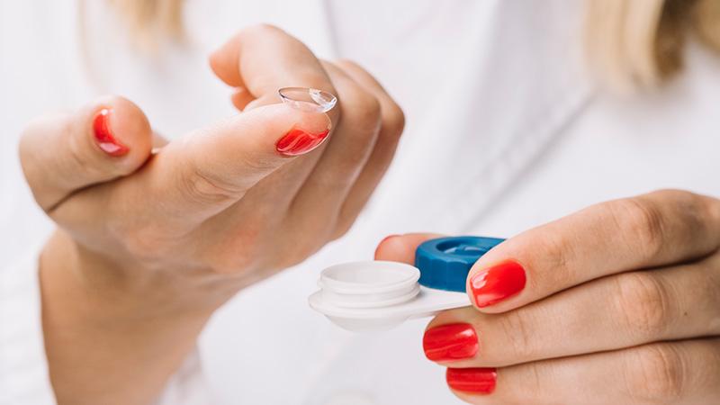 Richtige Kontaktlinsen Pflege